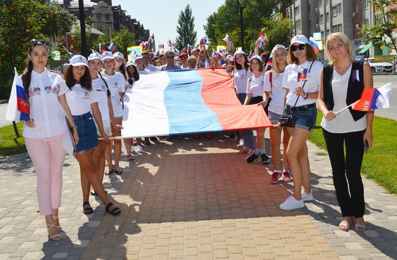 День Российского флага в Аксайском районе отметили флешмобом и митингом