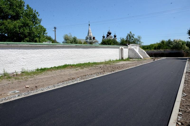 В Старочеркасской строят сети освещения, 9 дорог и 2 парка: продолжается реализация дорожной карты  развития станицы
